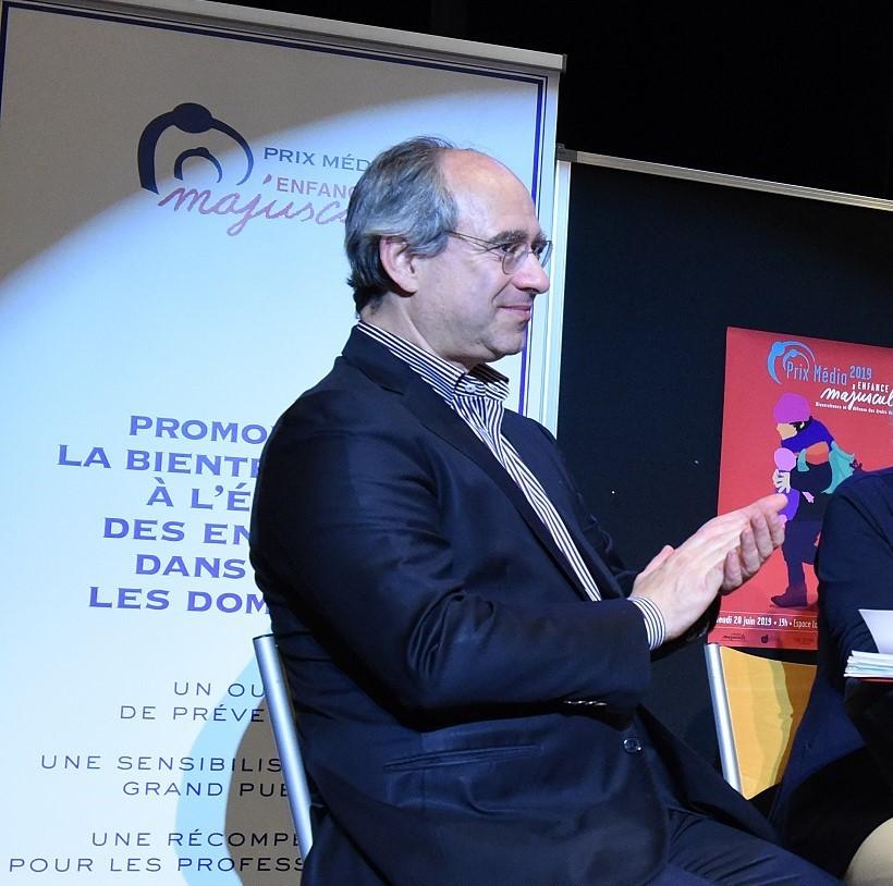 Pierre LEVY-SOUSSAN, Pédopsychiatre et psychanalyste, Directeur d'un centre de consultation pour l'Enfant et sa Famille. Il est expert auprès des tribunaux dans le champ de la protection de l'enfance (2019)